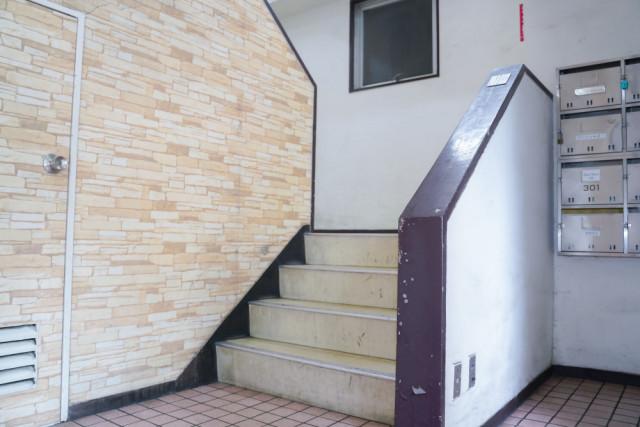 ②階段を上ります